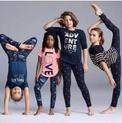 Gap-apologizes-for-racist-kids-ad-models-are-said-to-be-sisters