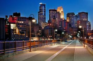 minneapolis-skyline-from-stone-arch-bridge-jon-holiday